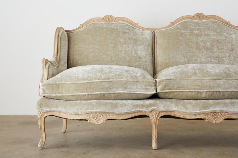 Hand-Crafted French Louis XV Style Velvet Canapé à Oreilles Sofa For Sale
