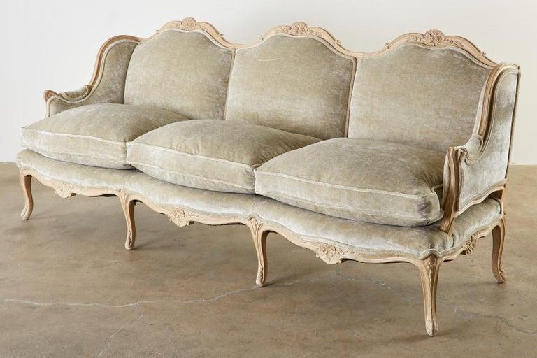 20th Century French Louis XV Style Velvet Canapé à Oreilles Sofa For Sale