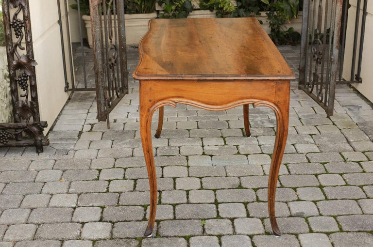French Louis XV Style Walnut Console Table with Cabriole Legs, circa 1820 For Sale 9