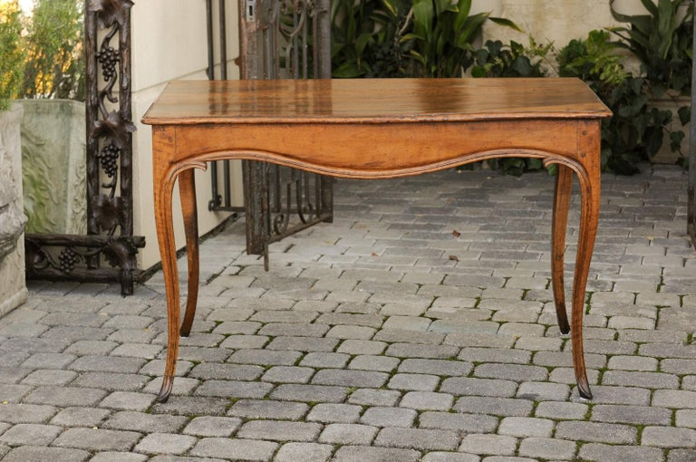 French Louis XV Style Walnut Console Table with Cabriole Legs, circa 1820 In Good Condition For Sale In Atlanta, GA