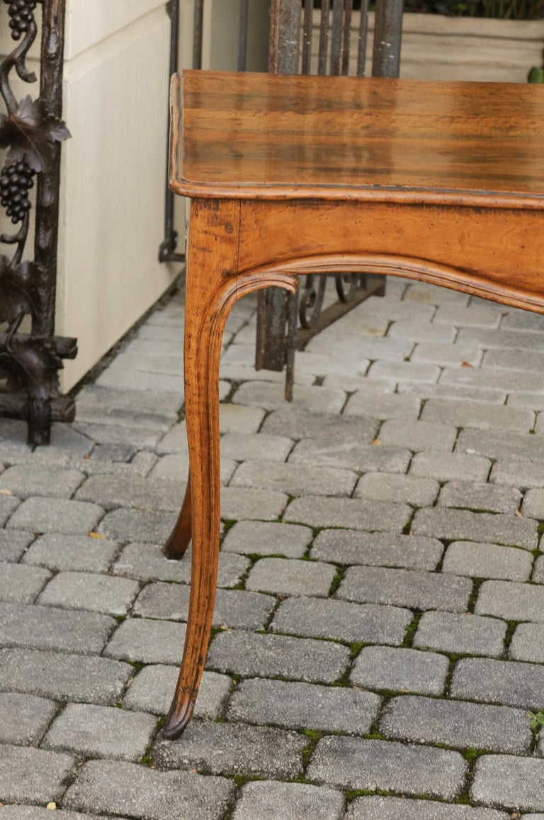 French Louis XV Style Walnut Console Table with Cabriole Legs, circa 1820 For Sale 1