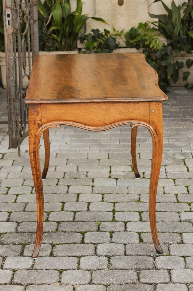 French Louis XV Style Walnut Console Table with Cabriole Legs, circa 1820 For Sale 5