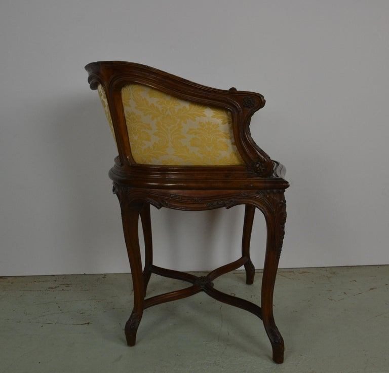 20th Century French Louis XV Vanity Chair For Sale