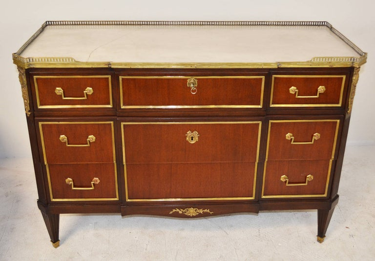 French Louis XVI Jansen Style Brass-Mounted Mahogany Commode In Good Condition For Sale In Palm Springs, CA