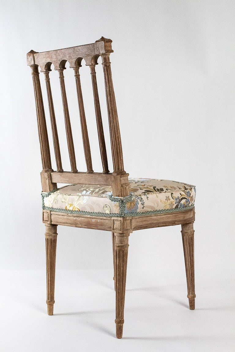 French Louis XVI Period, Pair of Chairs in Lacquered Beechwood, circa 1780 For Sale 4