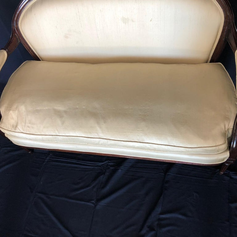 French Louis XVI Silk and Mahogany Loveseat Settee Sofa For Sale 4
