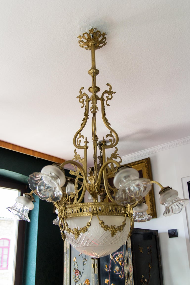 French Louis XVI Style Bronze Seven-Light Chandelier In Good Condition For Sale In Barntrup, DE