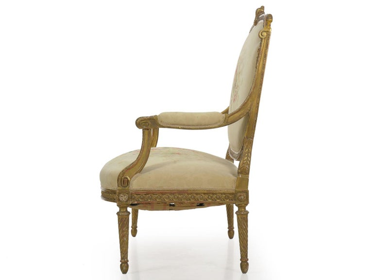 French Louis XVI Style Carved Giltwood Antique Settee Loveseat Sofa 20th Century In Good Condition For Sale In Shippensburg, PA