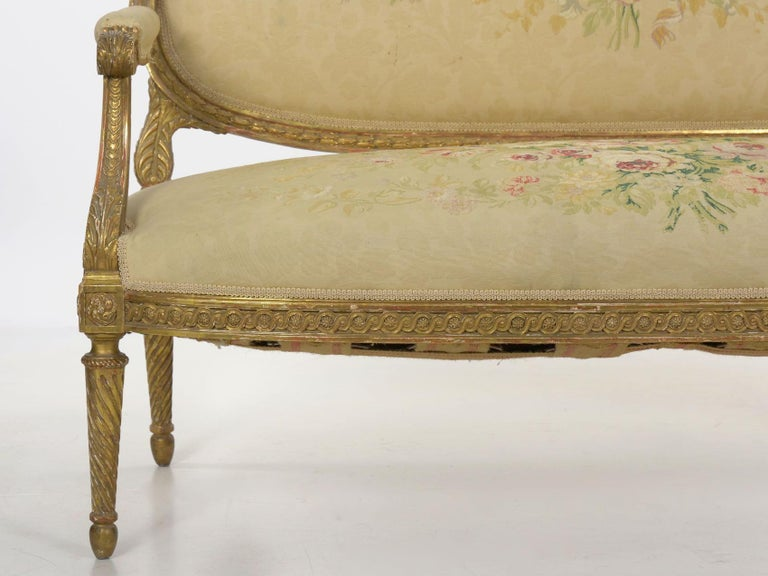 French Louis XVI Style Carved Giltwood Antique Settee Loveseat Sofa 20th Century For Sale 4