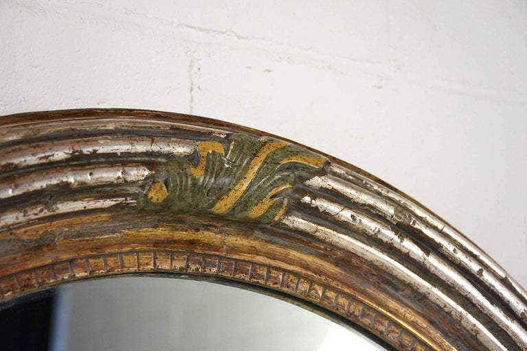 French Louis XVI-Style Carved Giltwood Oval Wall Mirror For Sale 1