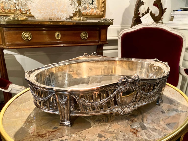 French Louis XVI Style Centerpiece in Silvered Bronze, 19th Century In Excellent Condition For Sale In Montreal, Quebec