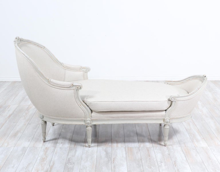 French Louis XVI-Style Chaise Lounge In Good Condition For Sale In Los Angeles, CA