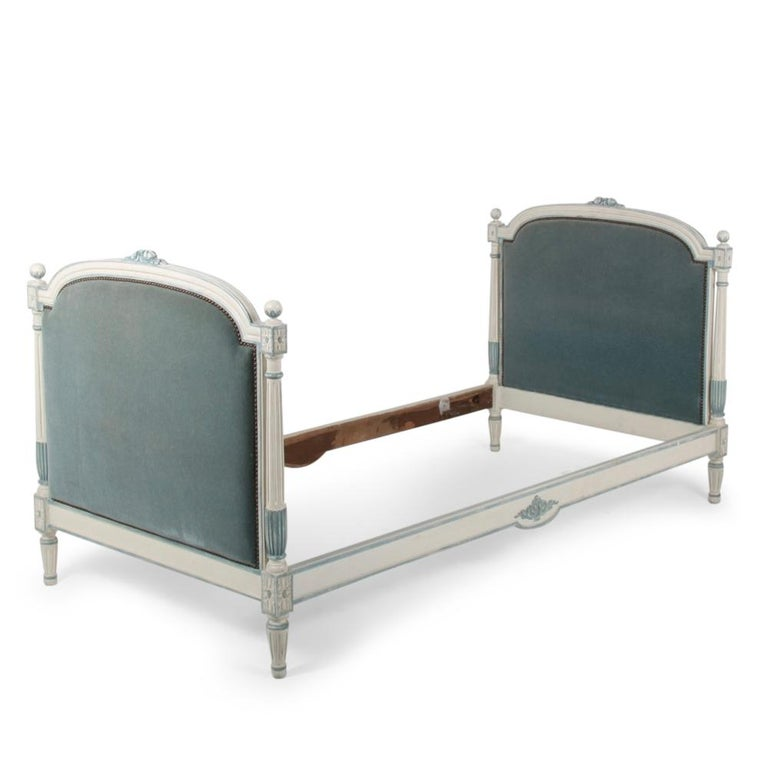 French Louis XVI Style Daybed For Sale 4