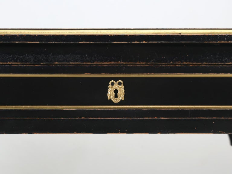 French Louis XVI Style Desk in Black Lacquer and Black Leather For Sale 5