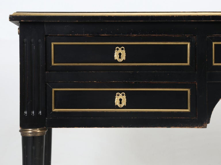 French Louis XVI Style Desk in Black Lacquer and Black Leather For Sale 7