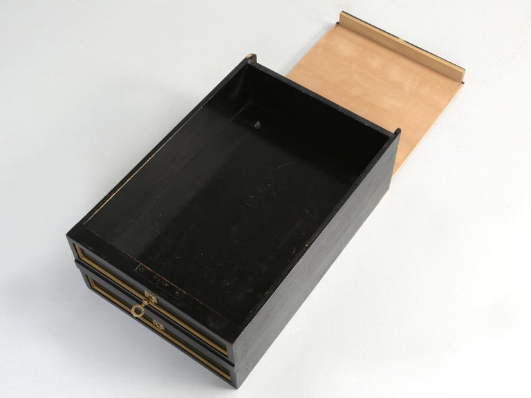 French Louis XVI Style Desk in Black Lacquer and Black Leather For Sale 14