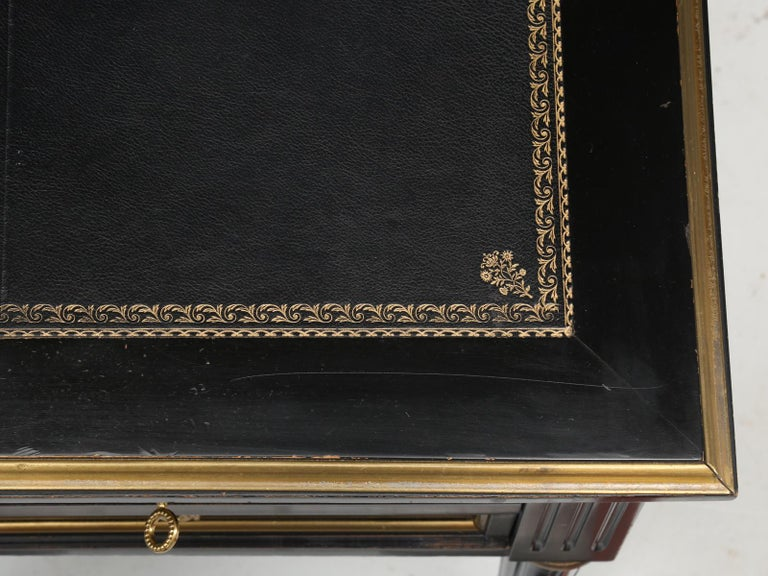 French Louis XVI Style Desk in Black Lacquer and Black Leather In Good Condition For Sale In Chicago, IL