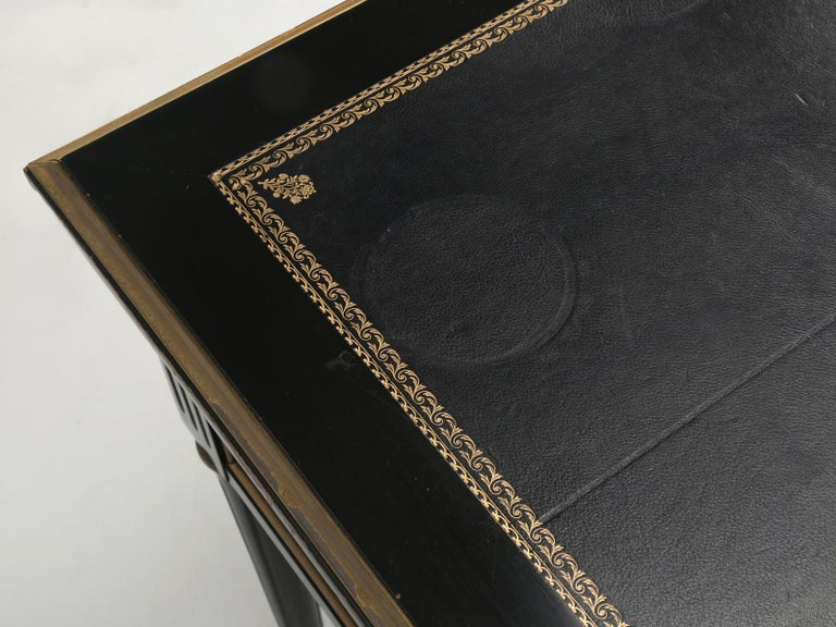 French Louis XVI Style Desk in Black Lacquer and Black Leather For Sale 1
