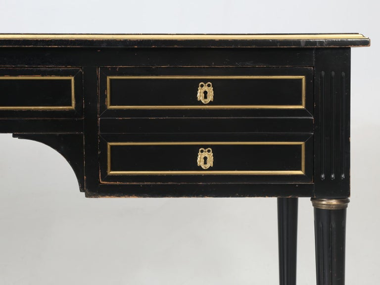 French Louis XVI Style Desk in Black Lacquer and Black Leather For Sale 3