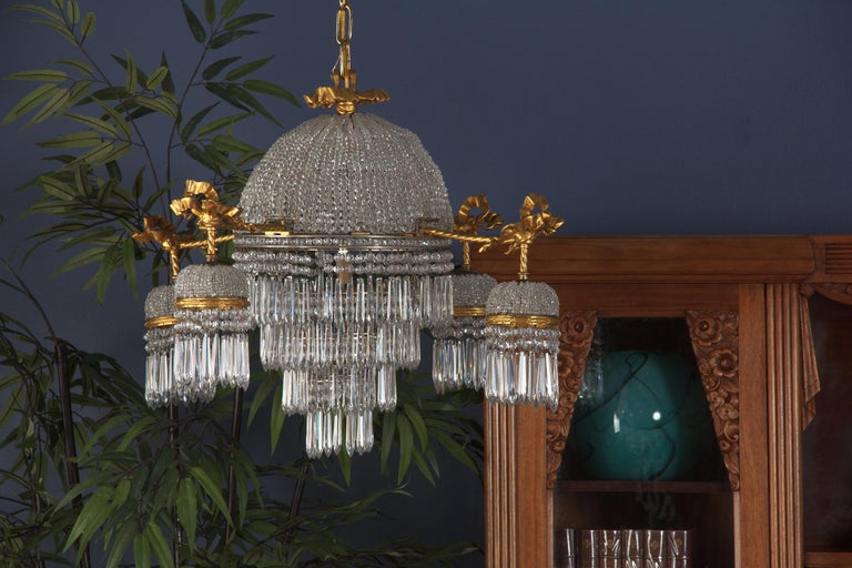French Louis XVI Style Gilded Bronze and Crystal 5-Light Chandelier, 1900s For Sale 7
