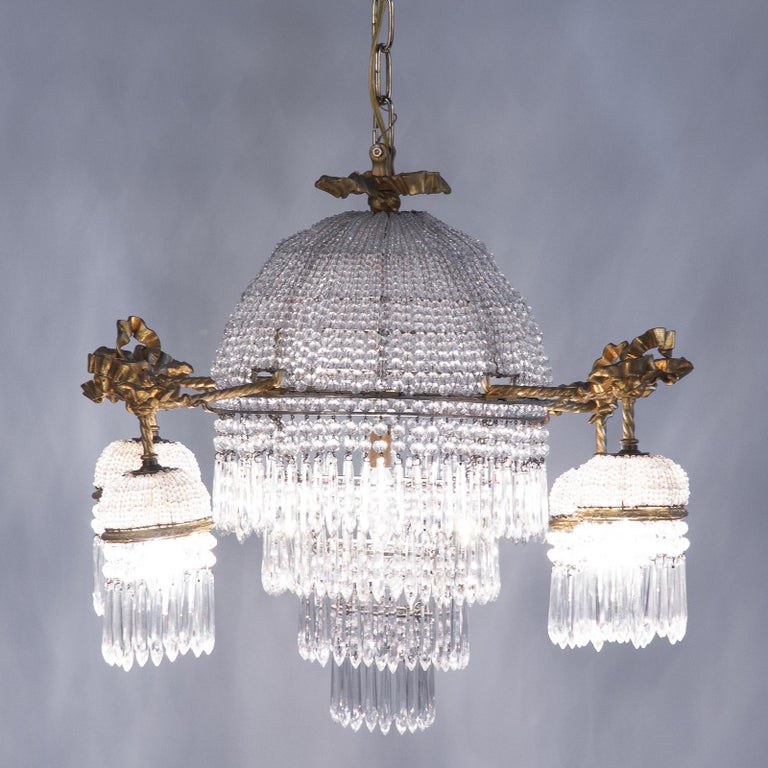 French Louis XVI Style Gilded Bronze and Crystal 5-Light Chandelier, 1900s For Sale 8