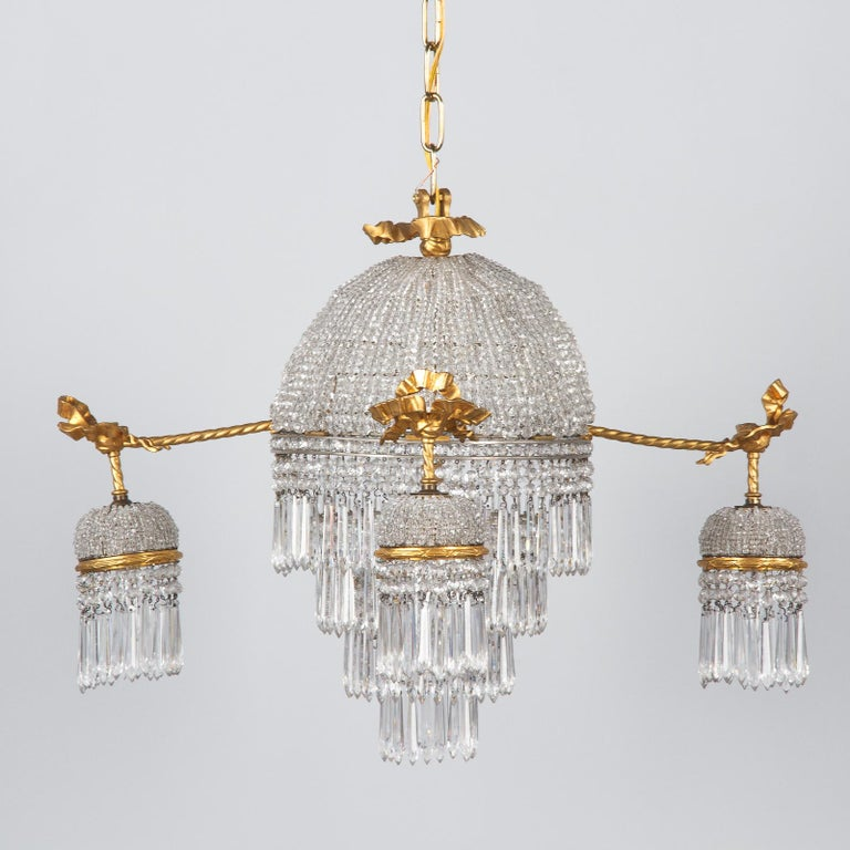 French Louis XVI Style Gilded Bronze and Crystal 5-Light Chandelier, 1900s For Sale 10