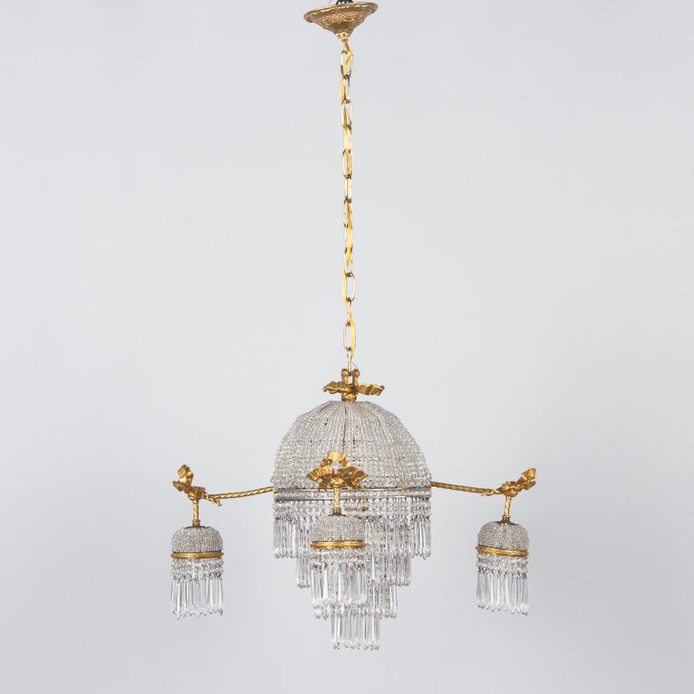 French Louis XVI Style Gilded Bronze and Crystal 5-Light Chandelier, 1900s For Sale 11