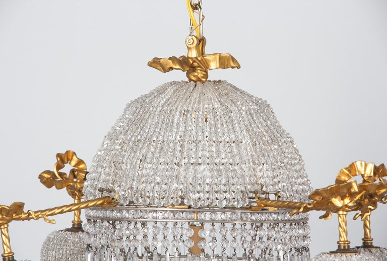 French Louis XVI Style Gilded Bronze and Crystal 5-Light Chandelier, 1900s For Sale 1