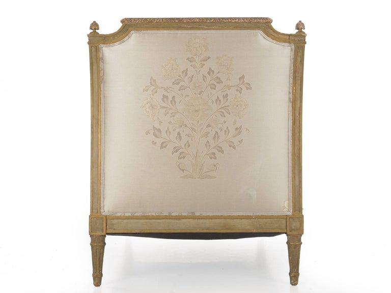 19th Century French Louis XVI Style Gray Painted Antique Daybed Sofa, circa 1880 For Sale
