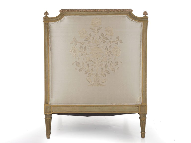 French Louis XVI Style Gray Painted Antique Daybed Sofa, circa 1880 For Sale 1