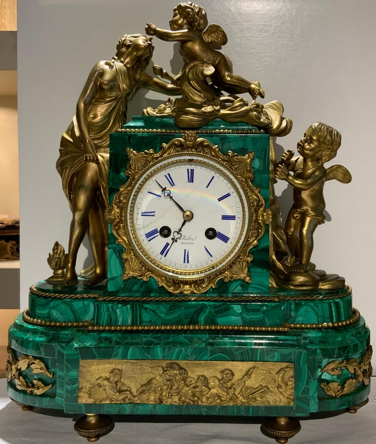 French Louis XVI Style Napoleon III Bronze Mounted Malachite Mantel Clock In Good Condition For Sale In Guaynabo, PR