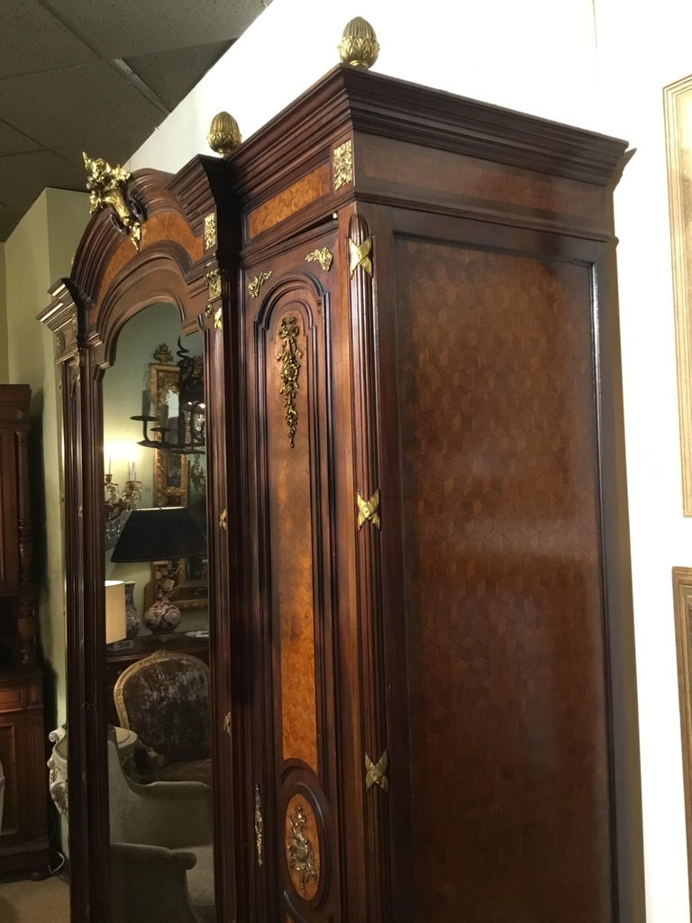 French Louis XVI-Style Vitrine/Display Cabinet, Marquetry Inlay, 3 Door For Sale 7
