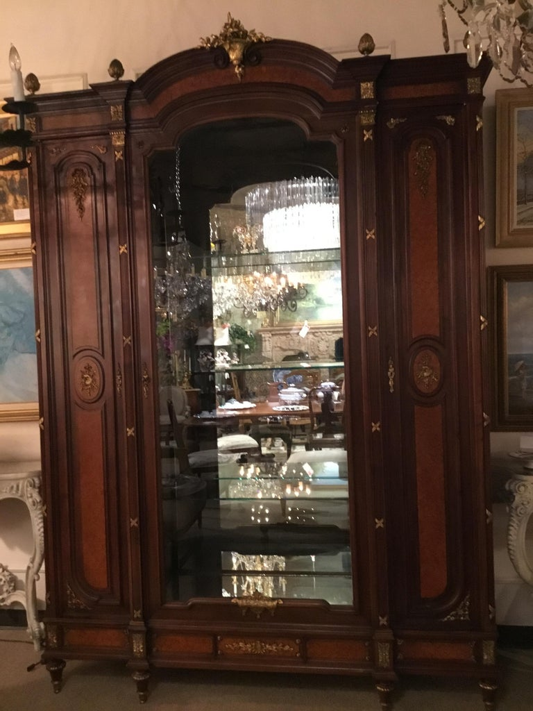 French Louis XVI-Style Vitrine/Display Cabinet, Marquetry Inlay, 3 Door For Sale 11