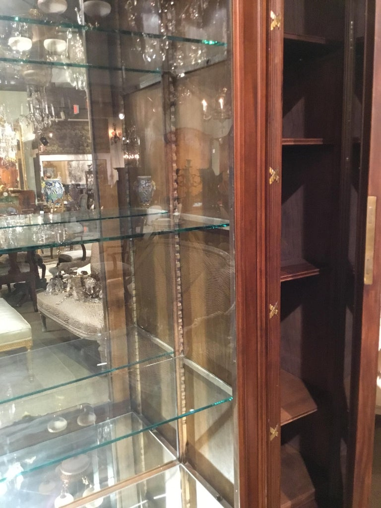 French Louis XVI-Style Vitrine/Display Cabinet, Marquetry Inlay, 3 Door For Sale 12