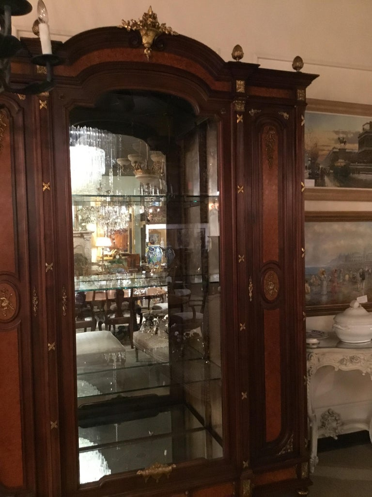 French Louis XVI-Style Vitrine/Display Cabinet, Marquetry Inlay, 3 Door In Good Condition For Sale In Houston, TX