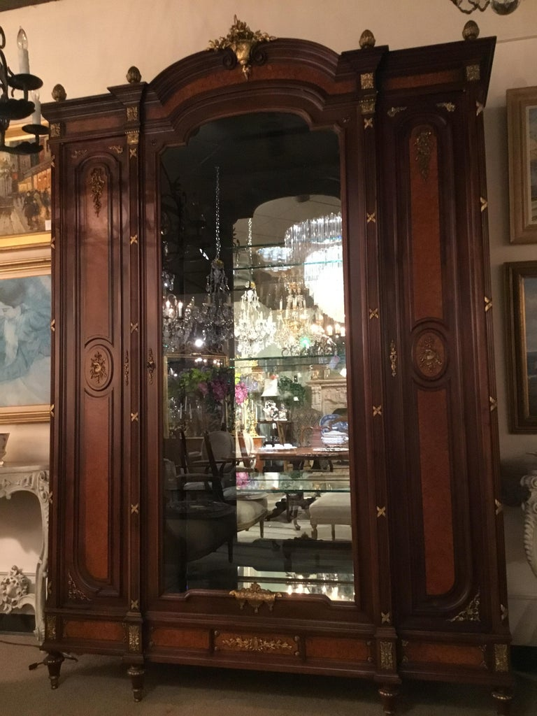 French Louis XVI-Style Vitrine/Display Cabinet, Marquetry Inlay, 3 Door For Sale 1