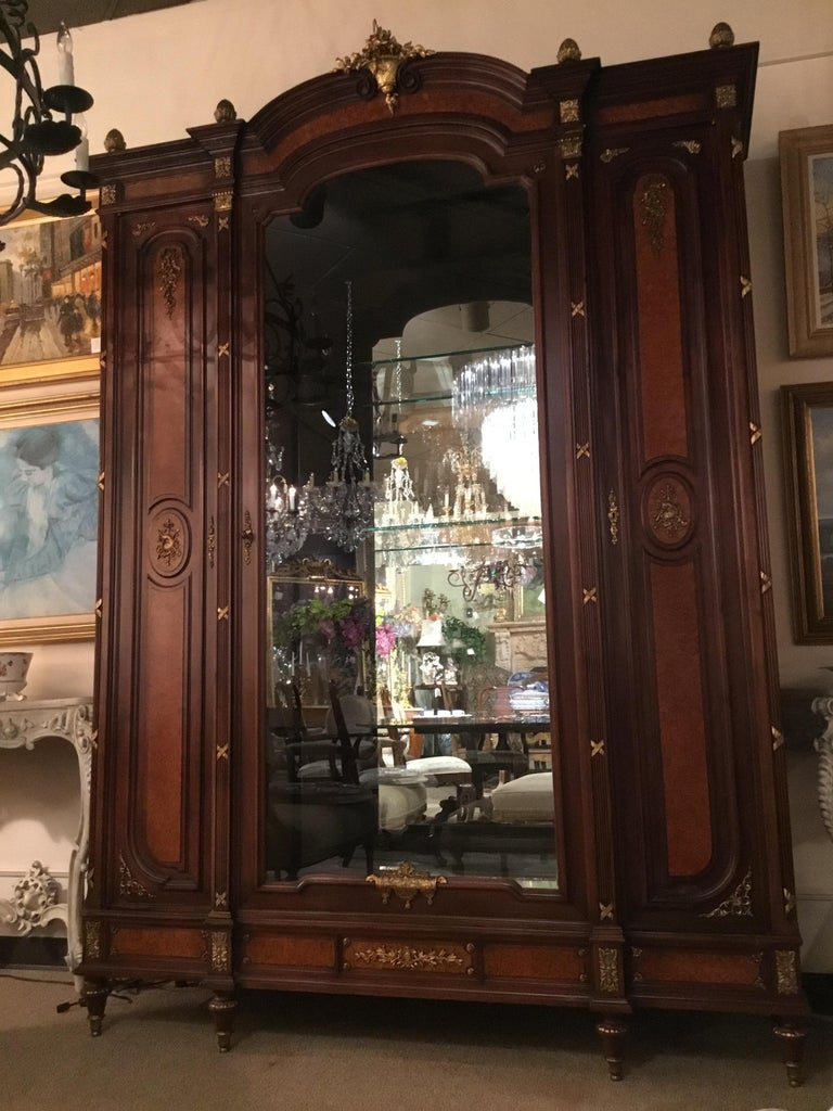 French Louis XVI-Style Vitrine/Display Cabinet, Marquetry Inlay, 3 Door For Sale 2