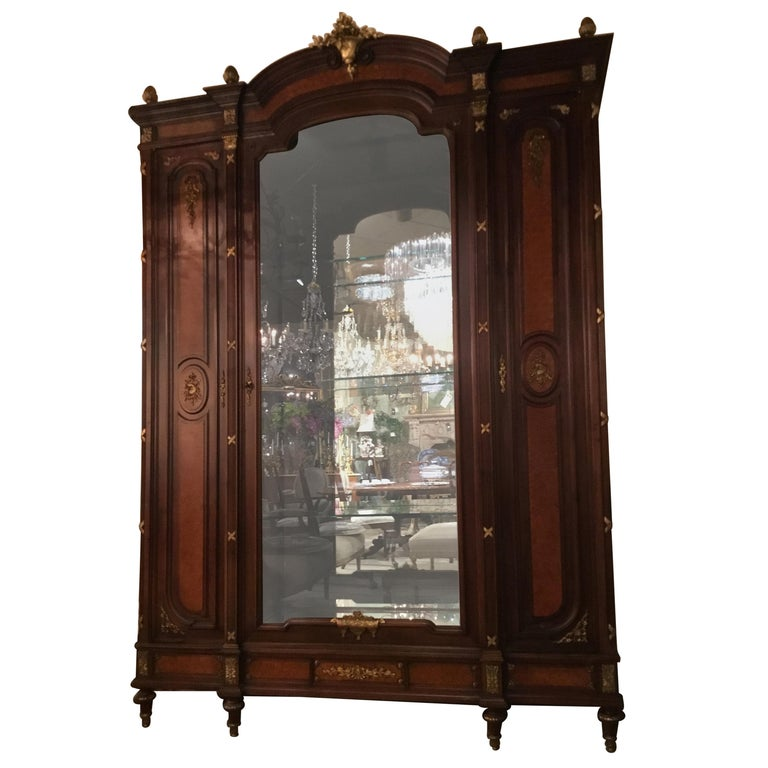 French Louis XVI-Style Vitrine/Display Cabinet, Marquetry Inlay, 3 Door For Sale