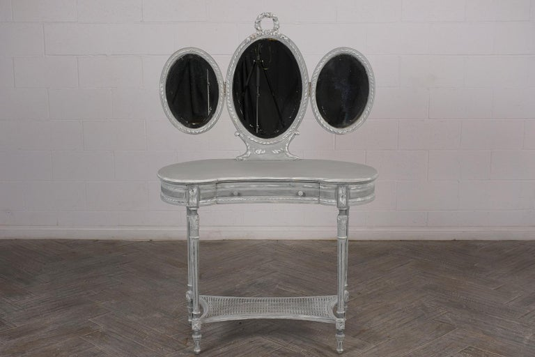 French Louis XVI-Style Walnut Vanity, circa 1900s In Good Condition For Sale In Los Angeles, CA