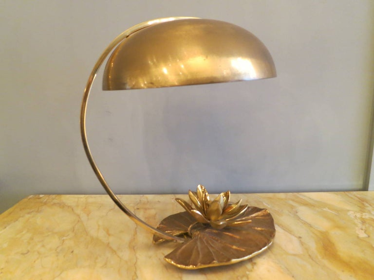 French Maison Charles Bronze Lily Table Lamp In Good Condition For Sale In London, GB