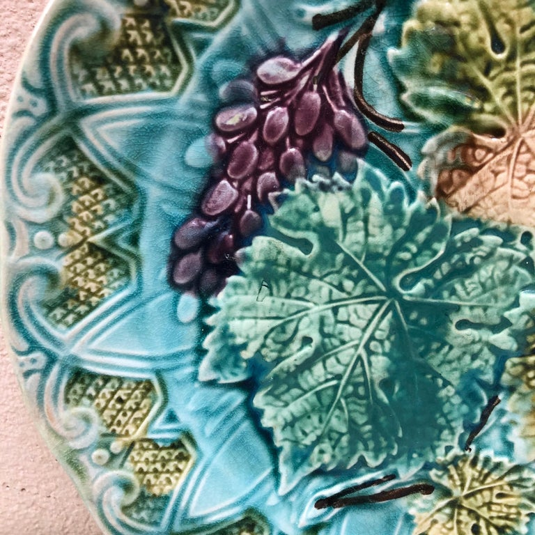 French Majolica Leaves & Grapes Plate Onnaing, circa 1900 In Good Condition For Sale In The Hills, TX