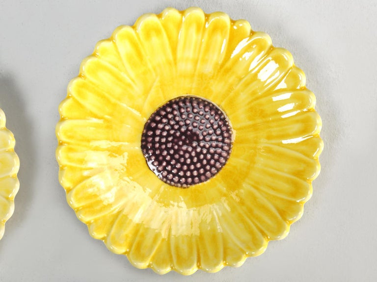 French Majolica Salad or Dessert Plates, Sunflower Pattern In Good Condition For Sale In Chicago, IL