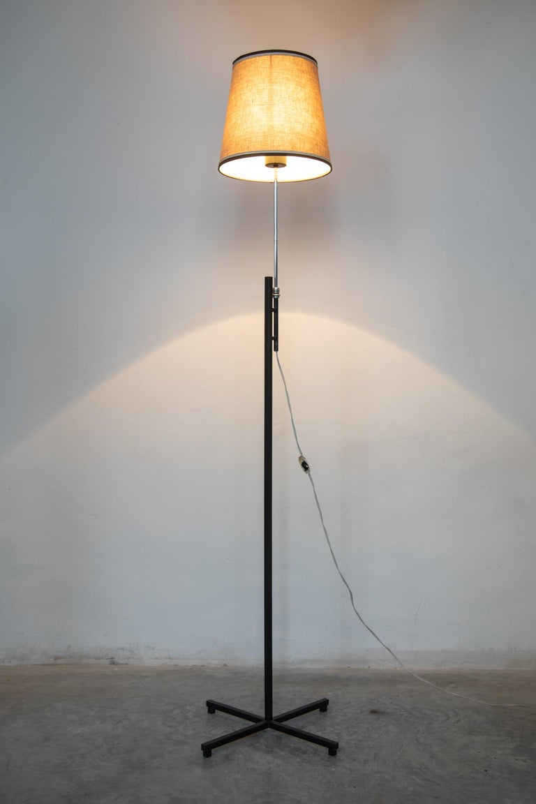 Minimal modern Roger Fatus floor lamp for Disderot, 1960s with cylindrical metal tripod base and can be raised or lowered.