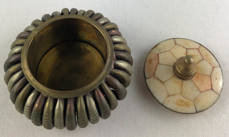 French Midcentury Brass and Stone Lidded Trinket or Small Jewelry Box In Good Condition For Sale In Arles, FR