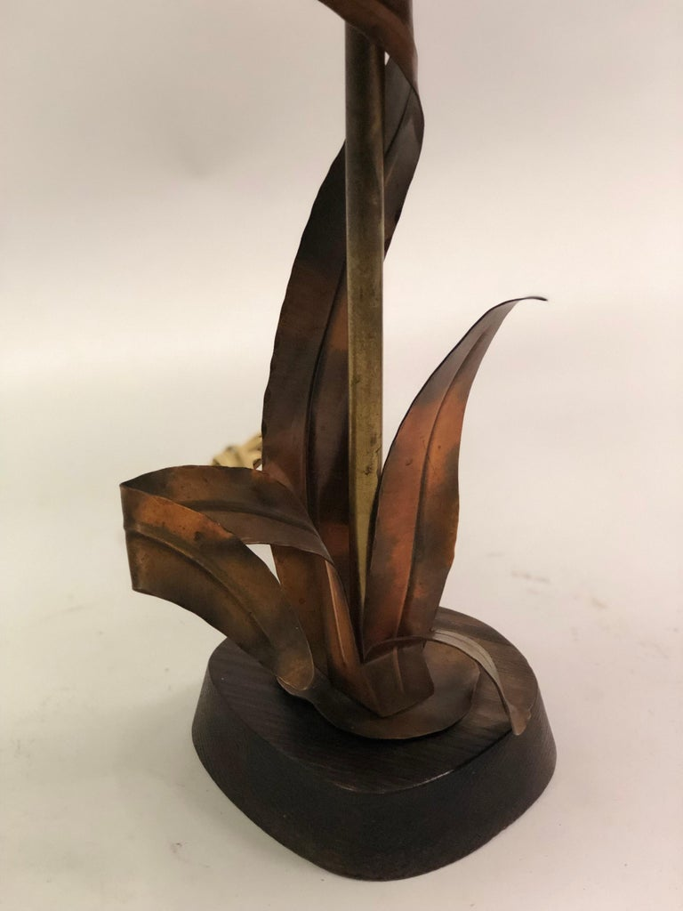 French Midcentury Copper, Bronze and Brass Floral Table Lamp by Maison Charles For Sale 1