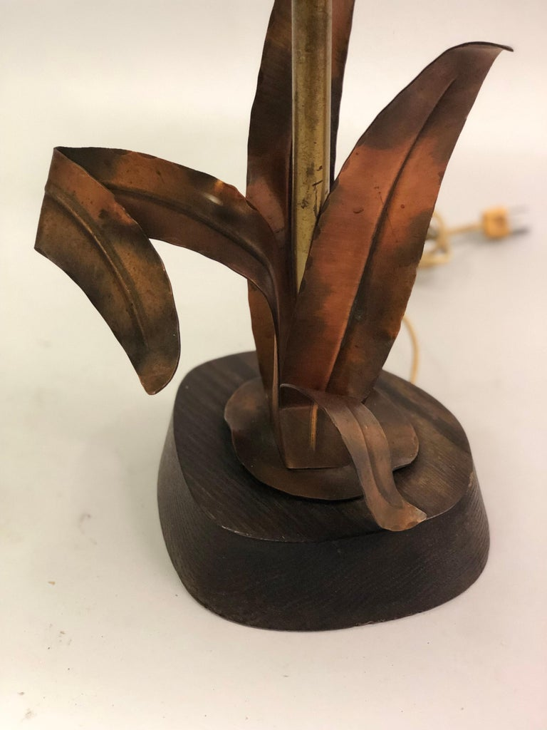 French Midcentury Copper, Bronze and Brass Floral Table Lamp by Maison Charles For Sale 3