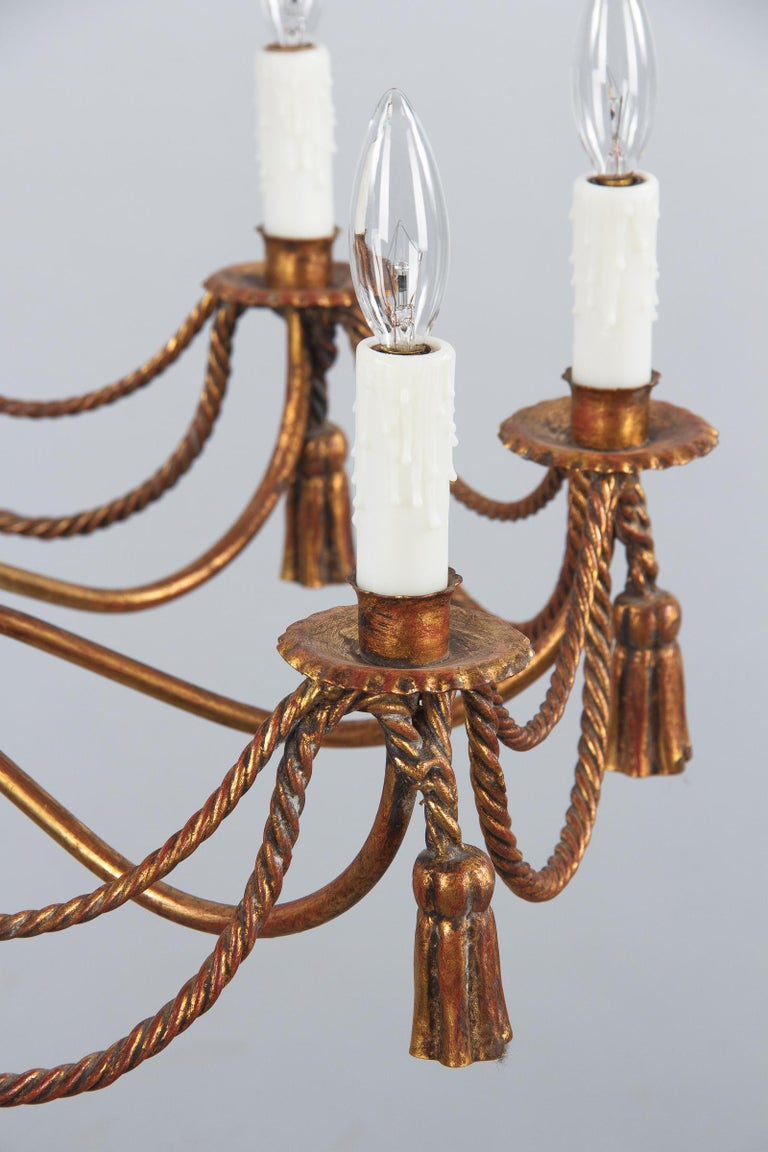 French Midcentury Louis XVI Style Gilded Metal 8-Light Chandelier For Sale 2