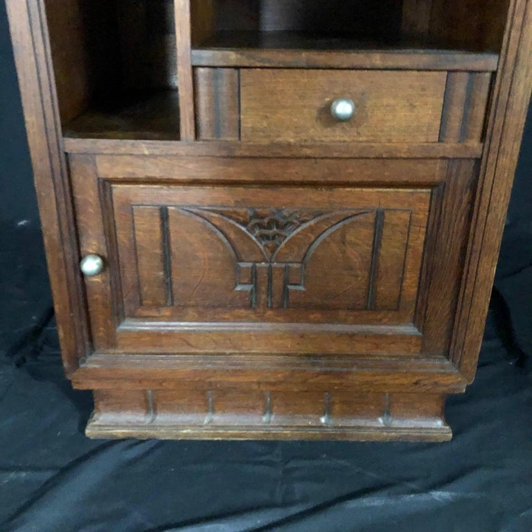 French Mid-Century Modern Art Deco Side Table or Nightstand In Good Condition For Sale In Hopewell, NJ