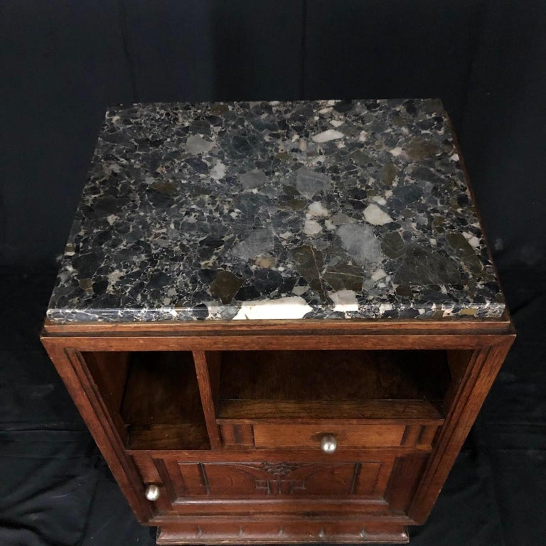French Mid-Century Modern Art Deco Side Table or Nightstand For Sale 1