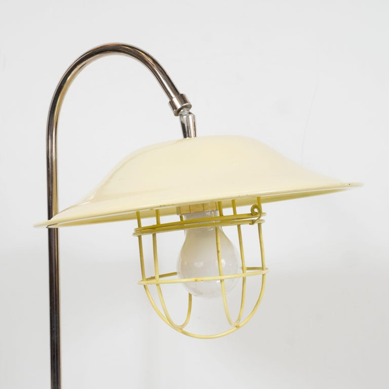 French Mid-Century Modern Chrome and Lemon Cream and Black Enamel Table Lamp In Excellent Condition For Sale In New York, NY